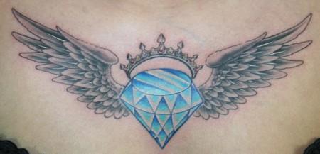 Diamant mit Flügeln und Diadem