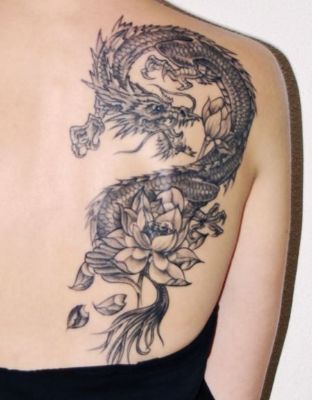 lotus-Tattoo: Drache mit Lotus