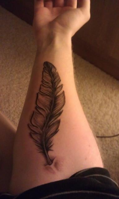 Callya Feder Unterarm Tattoos Von Tattoo Bewertung De