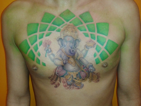 ganesha-Tattoo: ganescha auf der brust