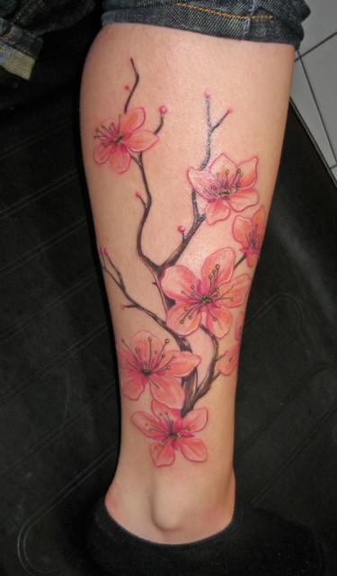 Ranke-Tattoo: Kirschblütenzweig