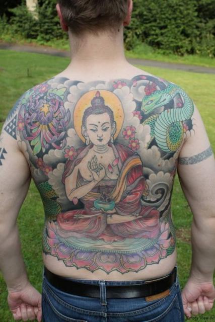schlange-Tattoo: Amoghasiddhi, Schlange, Chrysantheme