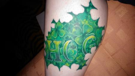 kleeblatt-Tattoo: Kleeblätter