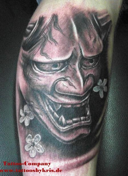 hanya-Tattoo: Hanya mit Kirschblüten