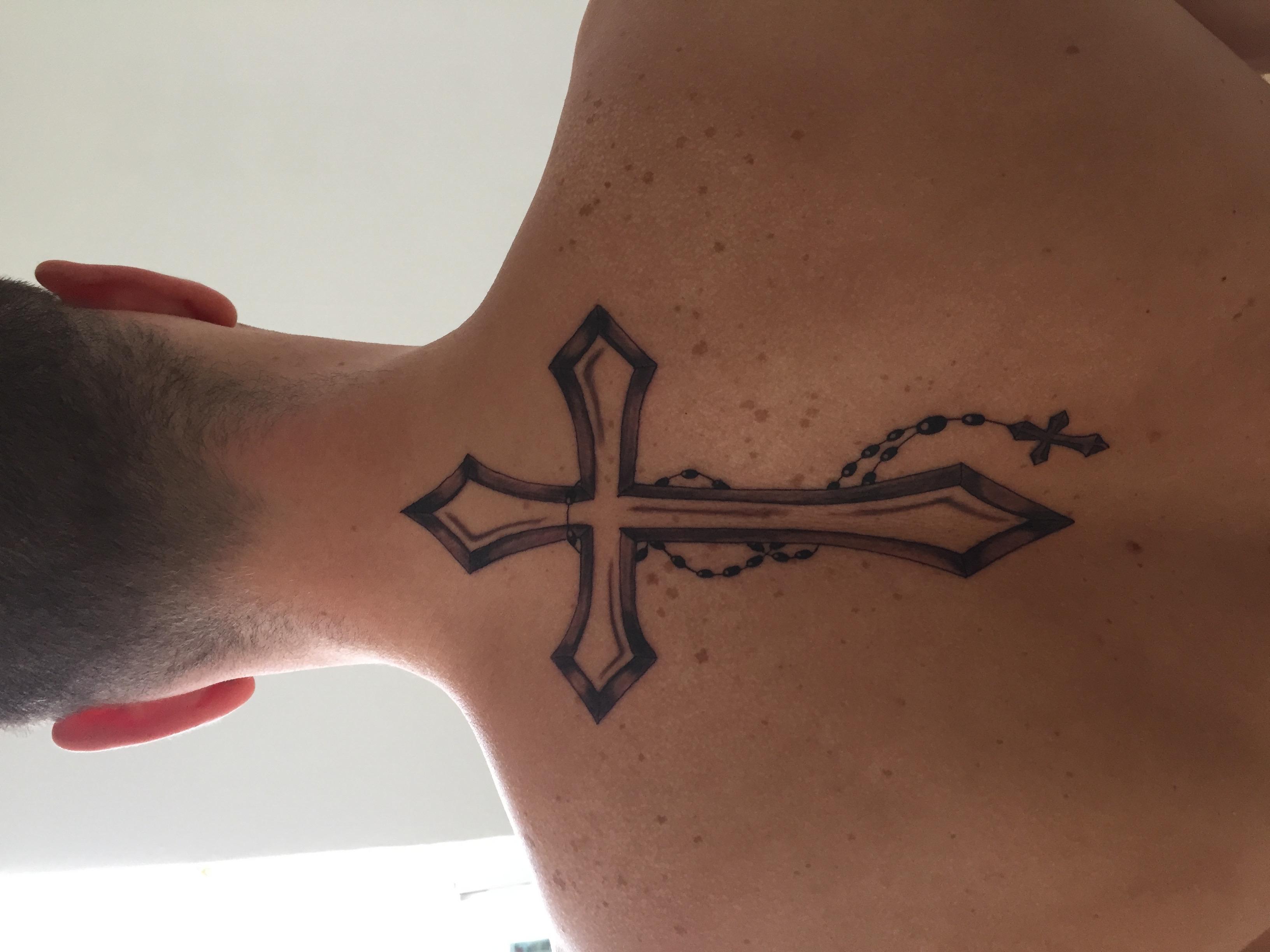 Kreuz am hals tattoo | 75+ kreative Hals Tattoos für
