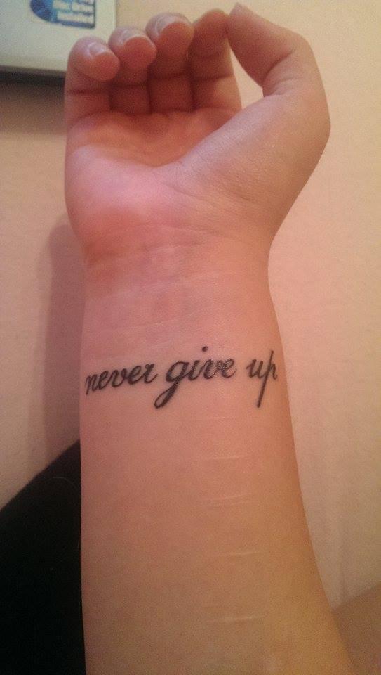 Minchen99 Handgelenk Never Give Up Tattoos Von Tattoo Bewertungde