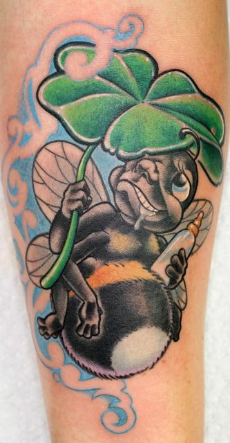 biene-Tattoo: hummel