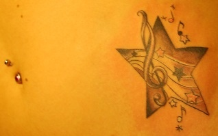 nadiiine stern mit musiknoten tattoos von tattoo. Black Bedroom Furniture Sets. Home Design Ideas