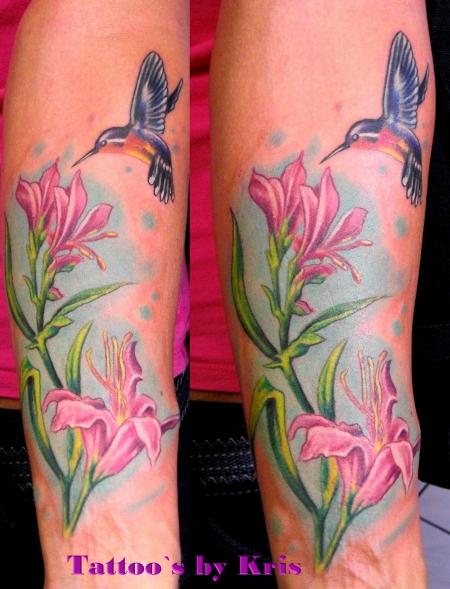 Kolibri mit Blüten