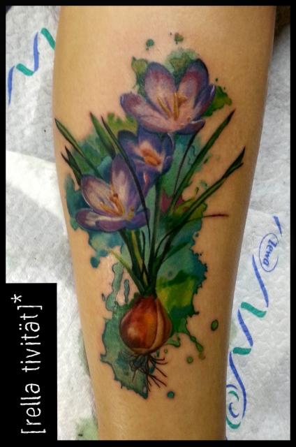 blume-Tattoo: Dreiköpfiger Krokus