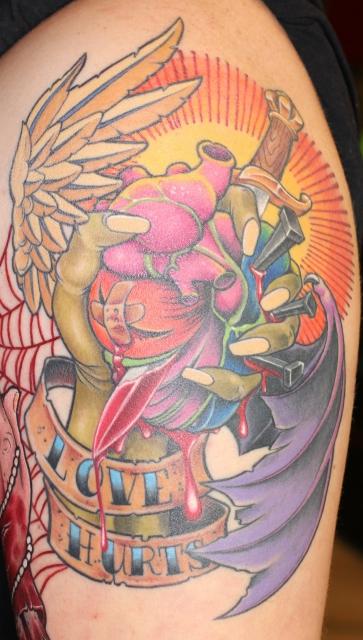 flügel-Tattoo: herzschmerz