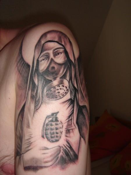 tattoos zum stichwort madonna tattoo lass deine tattoos bewerten. Black Bedroom Furniture Sets. Home Design Ideas