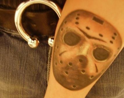 Jason Maske Unterarm