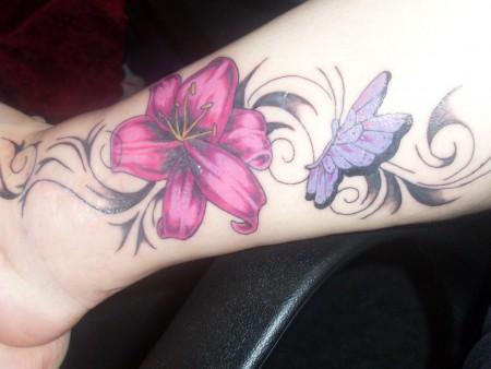 samiliana blume am bein erstes tattoo tattoos von tattoo. Black Bedroom Furniture Sets. Home Design Ideas