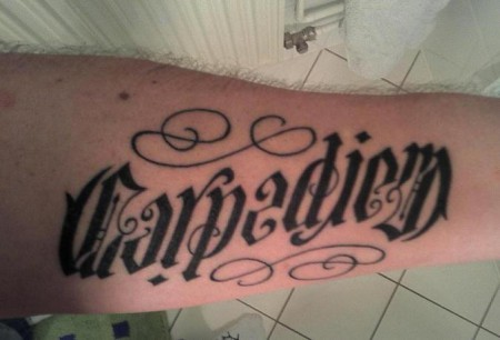 Tattoo carpe diem motive