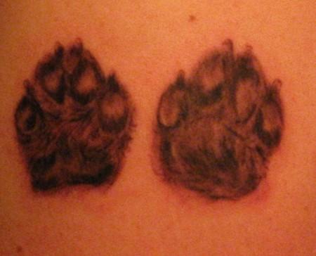 Akito: Hundepfoten | Tattoos von Tattoo-Bewertung.de
