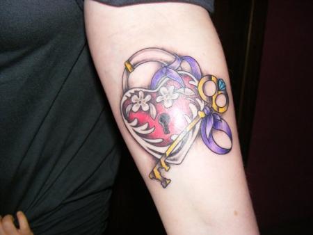 Schloss und Schlüssel Tattoo Bilder