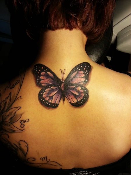 Schmetterling - Love is Pain Tattoo Berlin