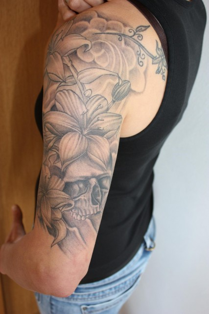 tattoos zum stichwort totenkopf tattoo. Black Bedroom Furniture Sets. Home Design Ideas