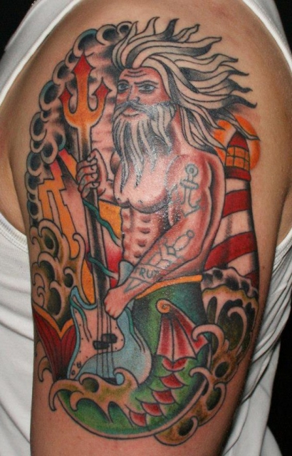 wassermann-Tattoo: Wassermann mit Bass und Tattoos