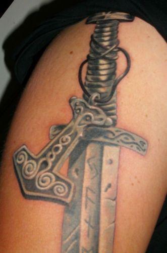 Wikingerschwert mit Thorshammer