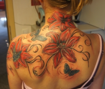Cover up mit Lilien mit Schmetterlingen