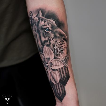 Tiger mit Blume und Mustern - Teil eines Sleeves in progress