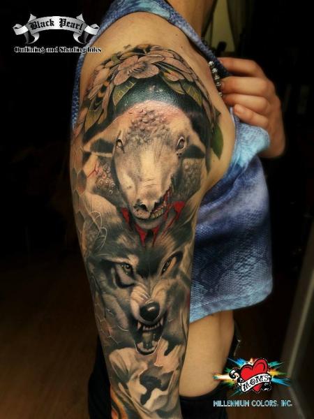 Wolfsleeve Details