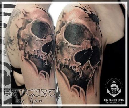 Realistik Skull Tattoo