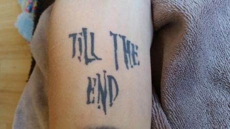 sklave meiner frau strumpfband tattoo