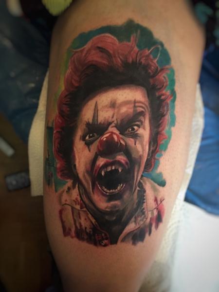clown-Tattoo: Start von einem Clown Sleeve, erste Sitzung ...