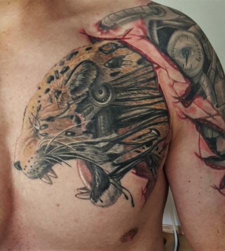 leopard-Tattoo: Leopard mit Biomechanik