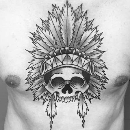 Totenkopf auf der Brust