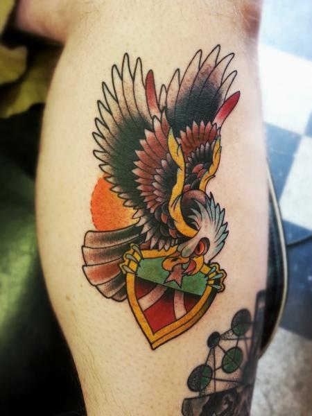 adler-Tattoo: Amerikanischer Adler mit Schild