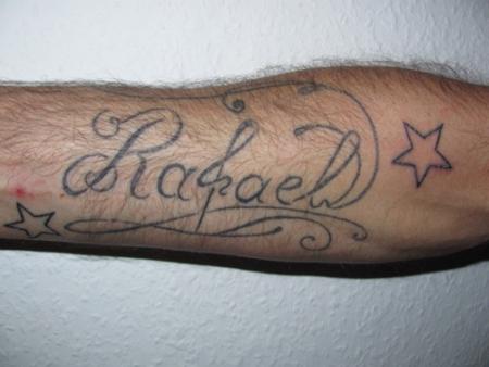 Schriftzug auf Unterarm
