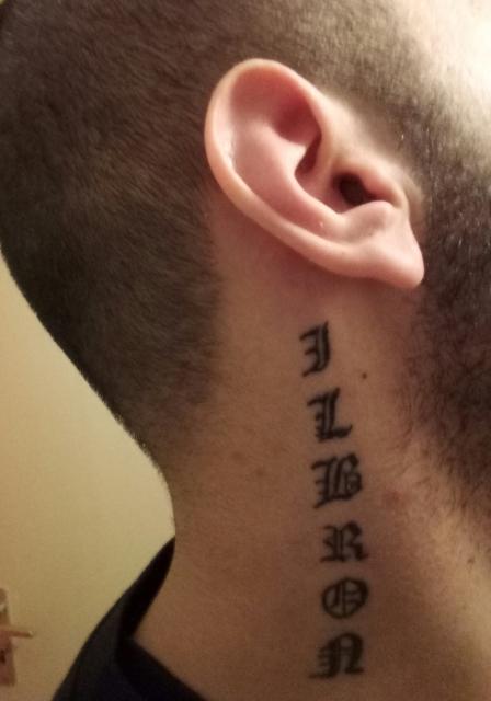 Tattoo am Hals nach 1 Woche Ok so?