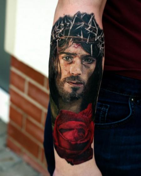 lilie-Tattoo: Jesus Porträt