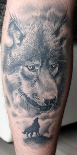 gandrobar wolf auf der wade tattoos von tattoo. Black Bedroom Furniture Sets. Home Design Ideas