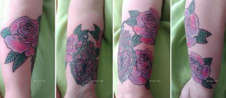 schloss-Tattoo: Schloss mit Rosen