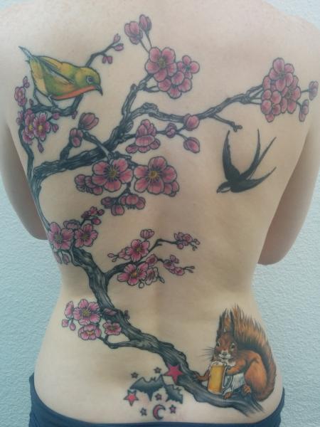 Kirschblüten mit Mejiro und Eichhorn