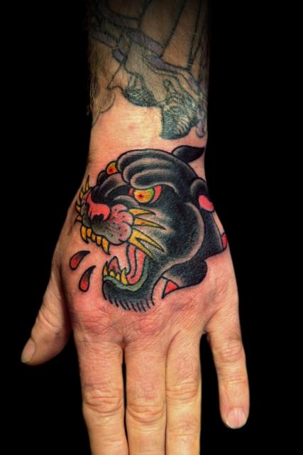Panther Tattoo auf der Pranke