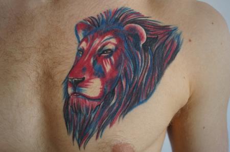 Drei färbiger Löwe