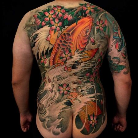 kirschblüten-Tattoo: Koi und Kirschblüten
