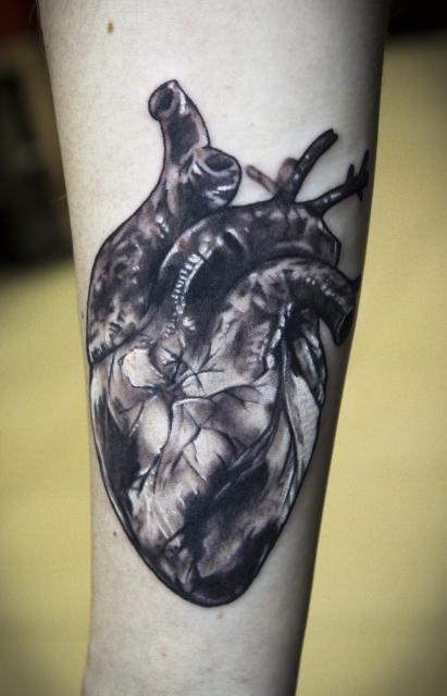 Realistic anatomisches Herz Tattoo