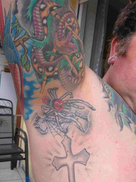 erpelgt spinne unterm arm tattoos von tattoo. Black Bedroom Furniture Sets. Home Design Ideas