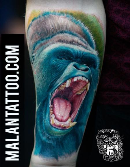 gorilla-Tattoo: Gorilla in bunt