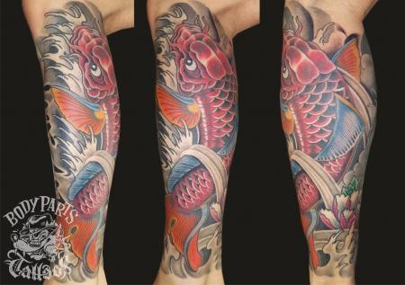 koi fisch-Tattoo: Koi auf dem Oberschenkel