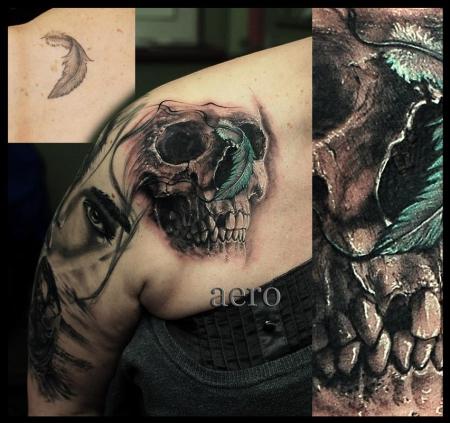 Feder-Tattoo: Totenkopf