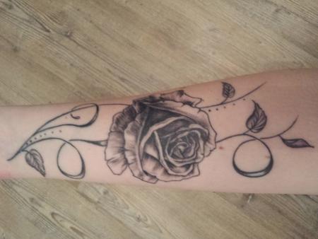 schmusimaus wundersch ne verschn rkelte rose tattoos von tattoo. Black Bedroom Furniture Sets. Home Design Ideas
