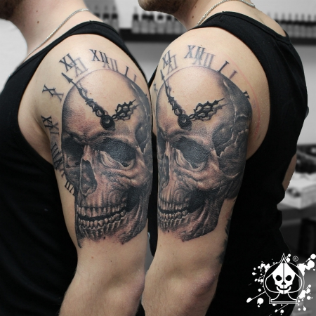 marco pikass skull clock tattoos von tattoo. Black Bedroom Furniture Sets. Home Design Ideas